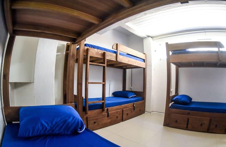 Cama 1 - Beliche em Dormitório Feminino