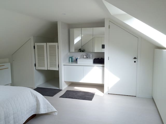Beautiful room with private bathroom in citycenter - Gent - Haus