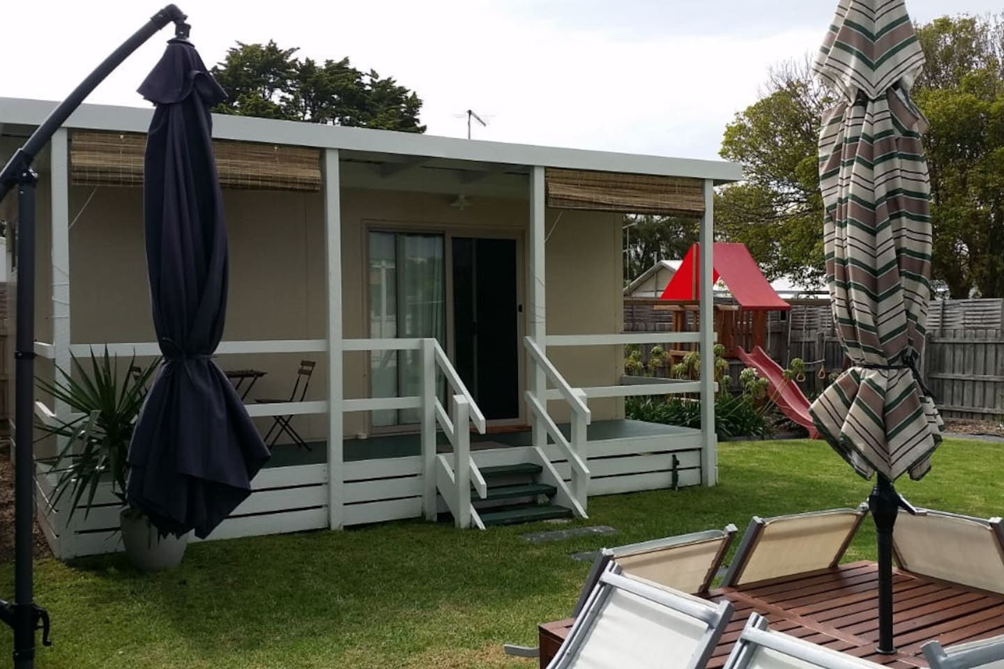 Fully self-contained bungalow 750 metres from front beach