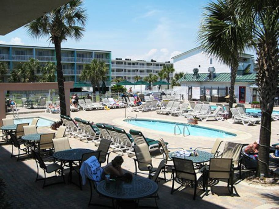 This Tybee Island vacation condominium offers a great location with amenities that include use of the property`s 3 swimming pools
