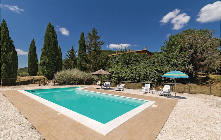 Holiday cottage with 4 bedrooms on 360m² in Montecchio TR