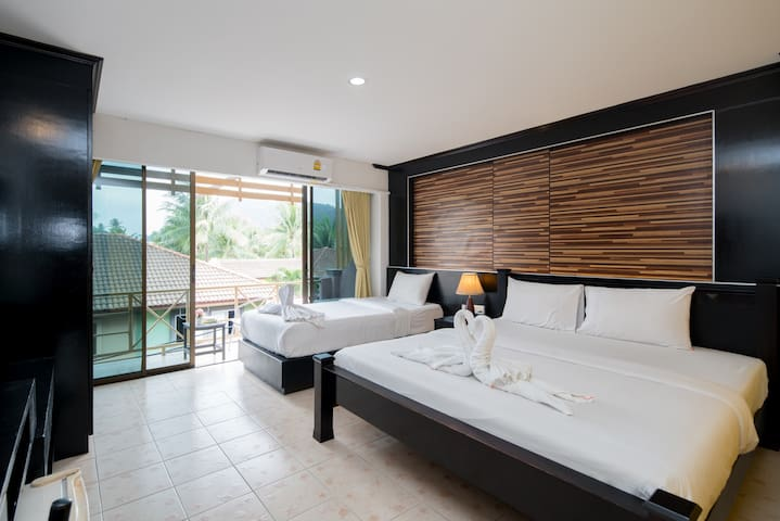 🏖️C Triple room with balcony, 50 meter from 🌊