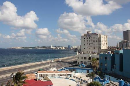 "One bedroom flat with ocean view ""OlaHola"" - La Habana"