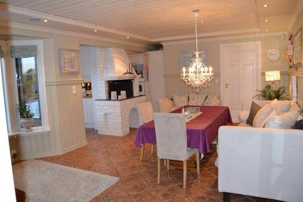 Kjøkken på 45 kvadrat med 10 spiseplasser