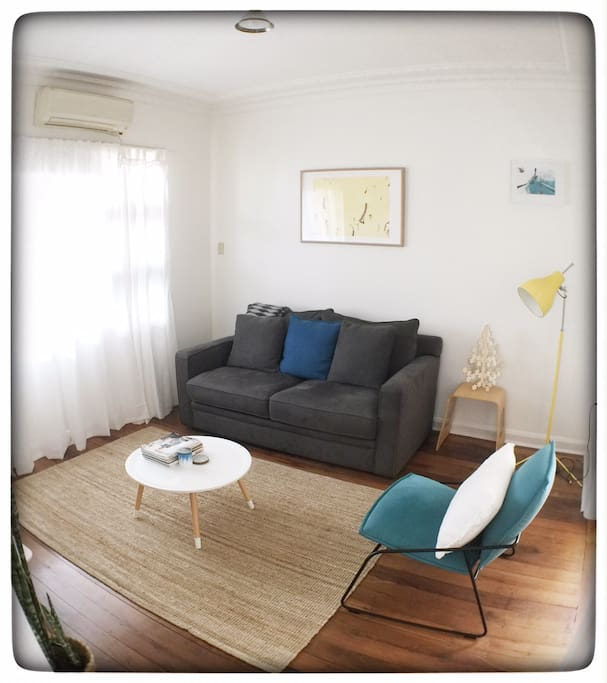Lounge Room w Queen Sofa Bed