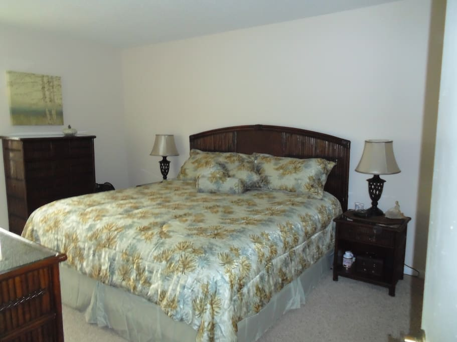Master with ensuite available extra$