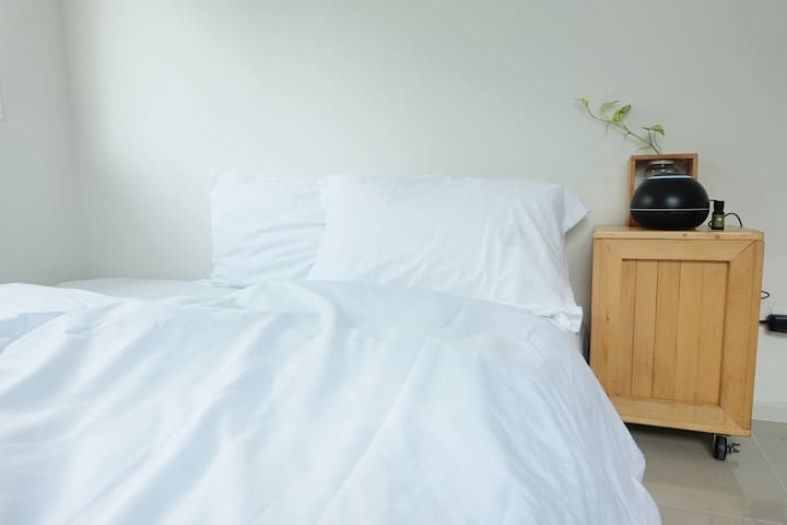 Jano spa home-white room เบดแอนด์เบรคฟาสท์