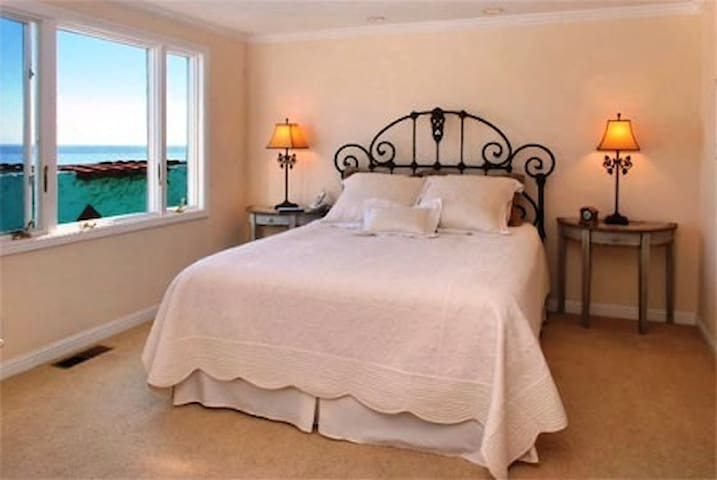 M. Bed #1 overlooking ocean with it's own Jacuzzi tub for 2 people.