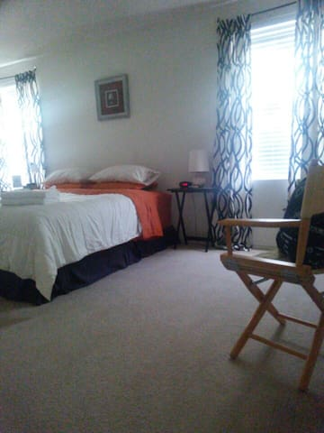 No Cleaning Fees- Free Parking- Perfect Sanctuary.