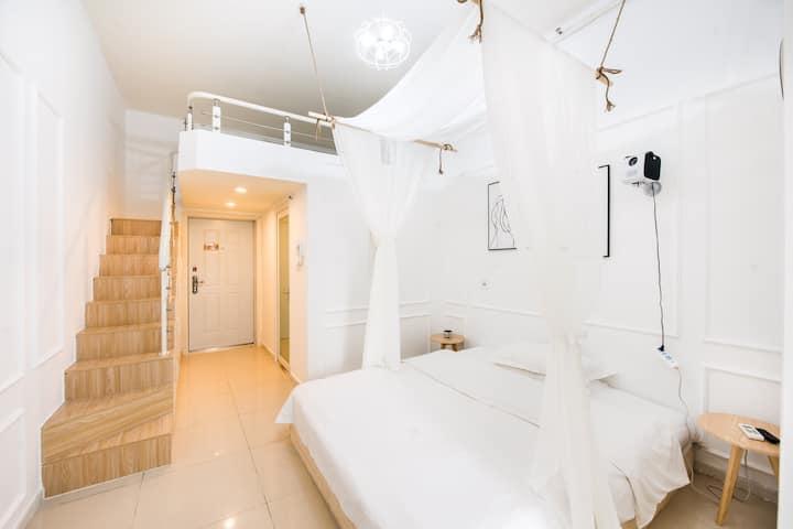 解放碑中心loft投影摩洛哥双床房