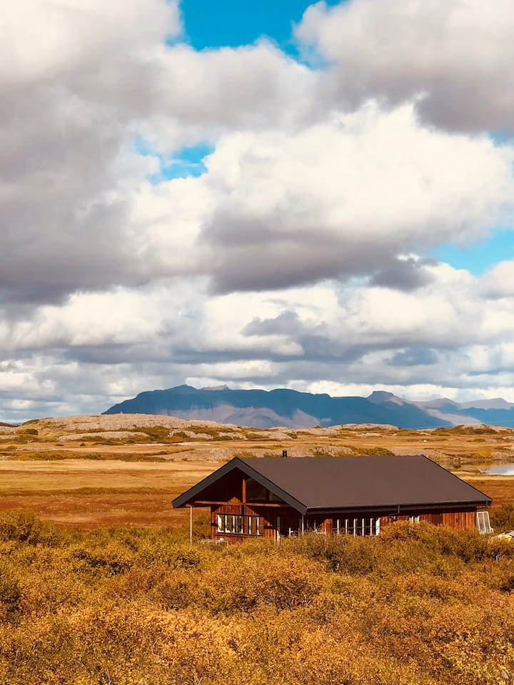 Luxury vacation cottage in West Iceland