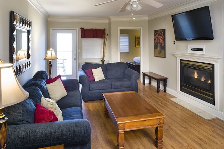 River Place Condo #14 *Book with no guest service fee*