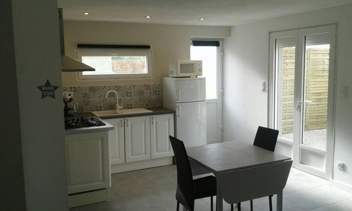Grand studio avec terrasse et barbecue