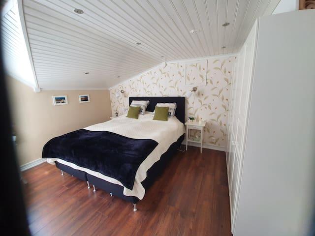 Large Guestroom