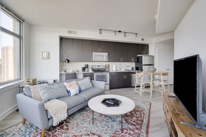 Charming 1BR in Alexandria, Pool + Pet-Friendly