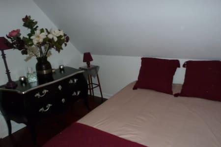 Jolie chambre - Chartres-de-Bretagne - 独立屋