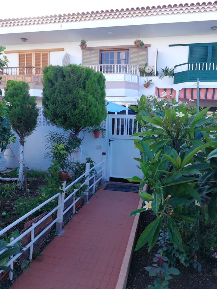 House with 2 bedrooms in Puerto de la Cruz, with wonderful sea view, enclosed garden and WiFi - 2 km from the beach