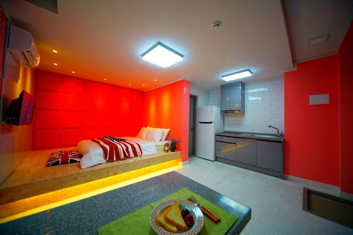 단 차이를 둔 획기적인 침실과 감각적인 인테리어가 인상적인 B동101호