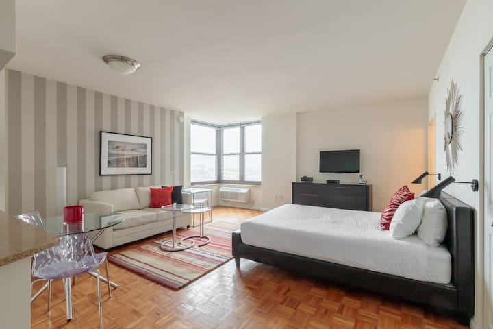 Studio Apartment Steps from Grove Street PATH Train to NYC