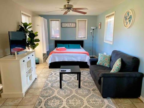 Private In-law Suite in Beautiful Neighborhood