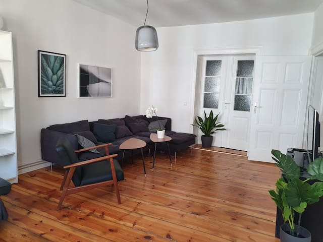 Large and bright 2 bedroom flat in Berlin's centre