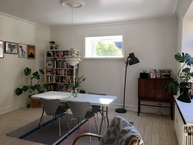 Centrally located and family friendly appartment - Apartments for ...