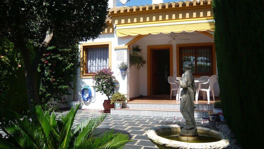 Spanish Townhouse sleeps 6, Parking 8 - Pueblo Latino - House