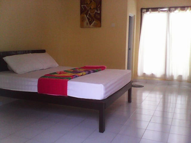 Ulunsuwi Guesthouse Room 1 - West Denpasar - Appartement