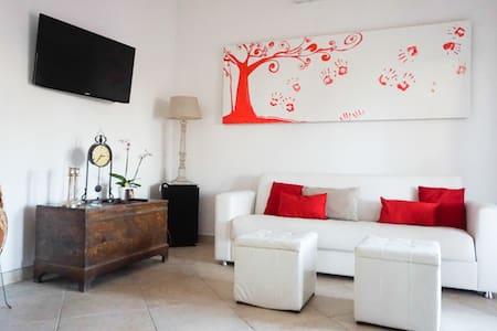 Villetta 6 posti letto e giardino - Nettuno - Rumah