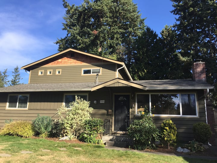 Master Suite Retreat near Seattle with hot tub