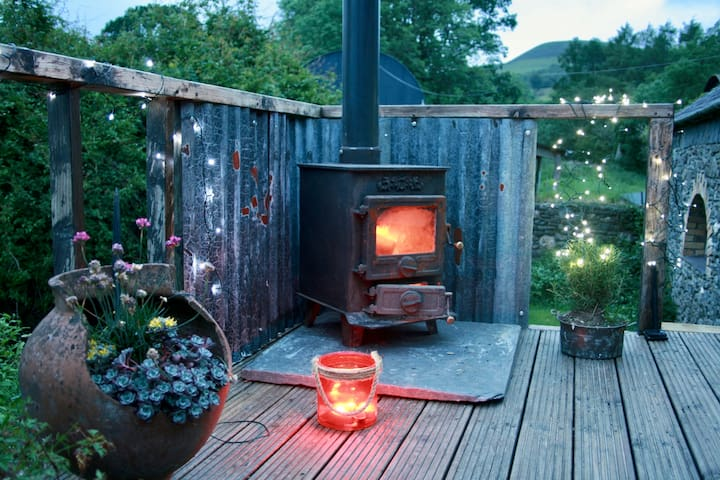 Romantic retreat, stargazing cwtch, Brecon Beacons