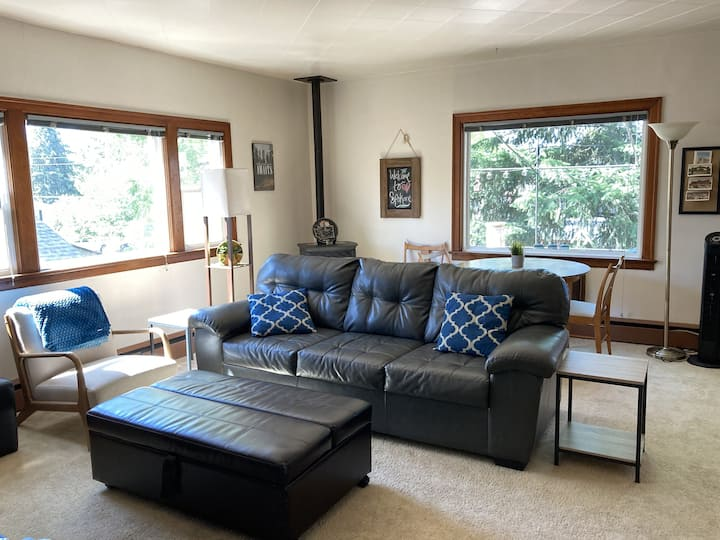 Amazing 2 Bedroom Private apartment with huge deck