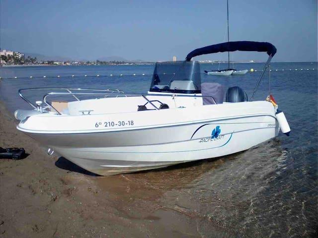 Alquiler de barco para navegar sin camarote