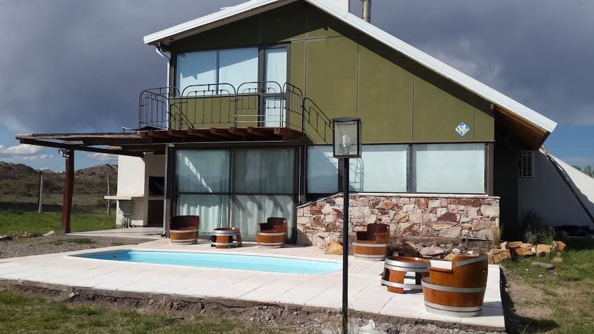 House with private pool, park and mountain view - San Rafael - Cabaña