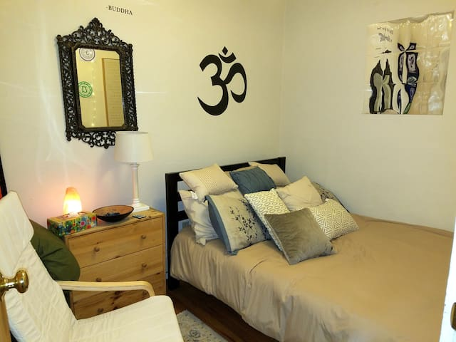 The Chakra Room:  Close to Harvard & public trans!