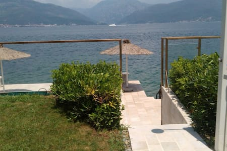 Beautiful beach villa with own pier - Krašići