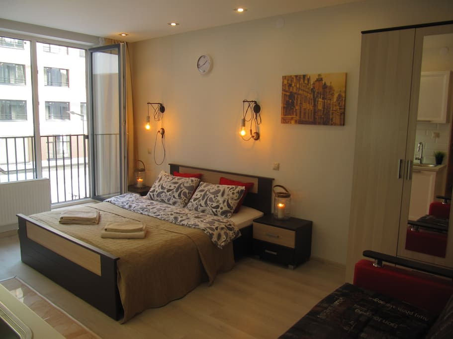 Большая удобная кровать 160 х 200 см с ортопедическим матрасом