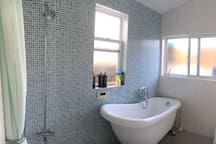 11room, close to the beach healing room,