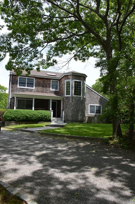 Stylish, Fresh 5 Bedroom/4 Bath with pool just 5 min to EH/AMA & beaches