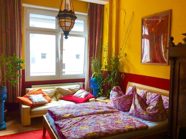 Schönes mediterranes Zimmer