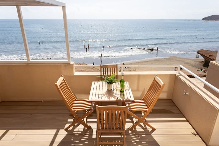 """Beach Life Apartment""  exclusive seafront triplex"