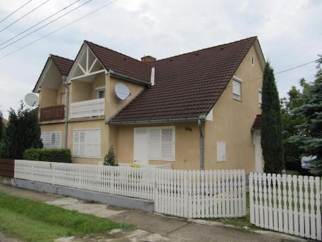 Nyaralóház 4-5 főre Balatonkeresztúron (KE-01)