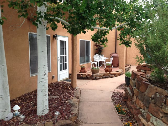 Enchanting 2bd retreat, pet welcome - Santa Fe - Casa