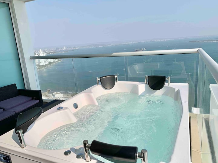 Royal Oceanic Penthouse with Private Jacuzzi!