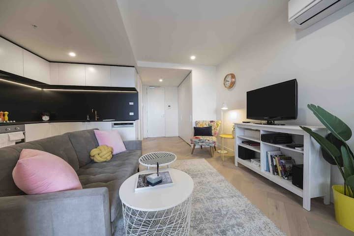 Bright spacious apartment in Fitzroy/ Collingwood