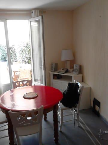Grande chambre près Aix en Provence - Velaux - Apartamento