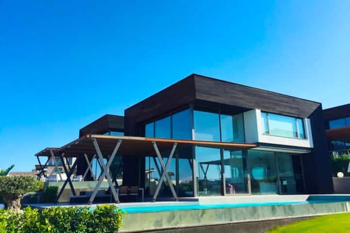 Çeşme Ayayorgi'de Özel Havuzlu  Ultra Lüks Villa