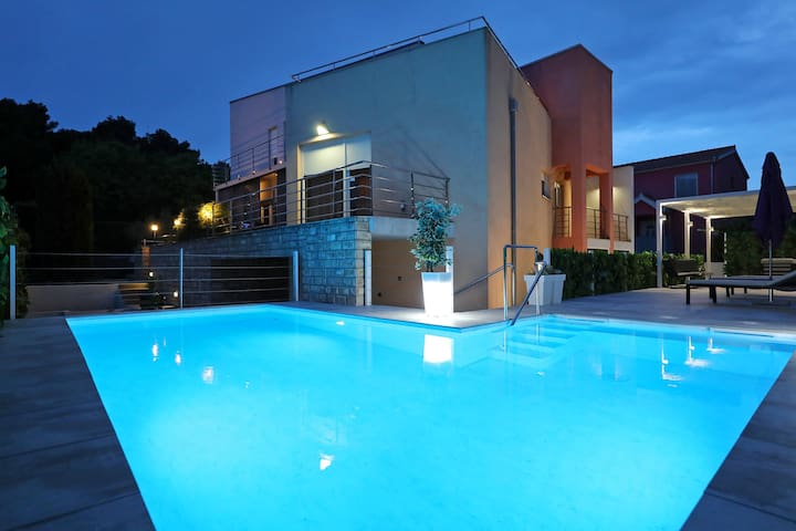 Amazing NEW Villa in Zadar center, 1km from beach
