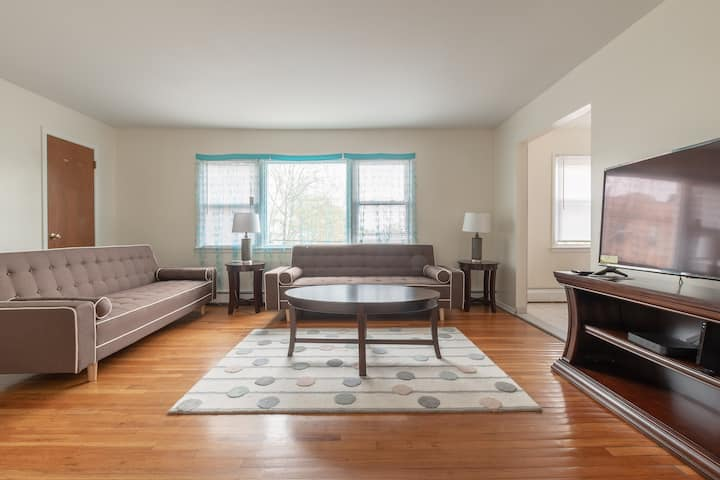 2 Bedroom Apt/ Close to NYC/Park and Shopping