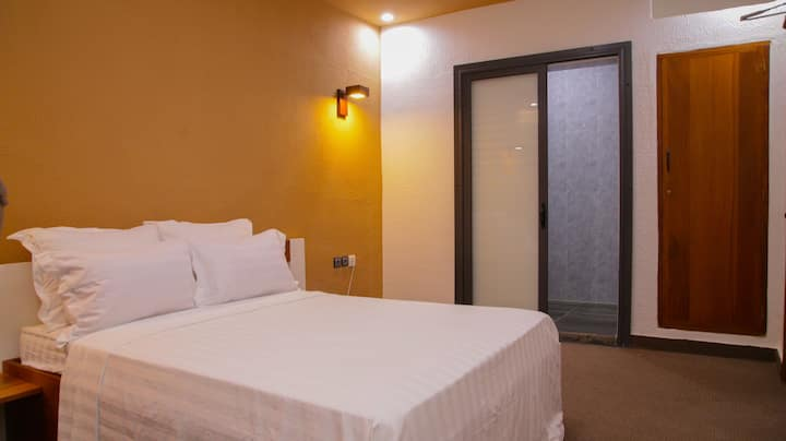 Ordinary Double Room with Breakfast in Cotonou